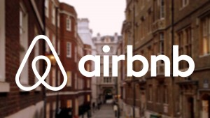 H Airbnb απέσυρε πάνω από 1.000 παράτυπα καταλύματα στη Βαρκελώνη
