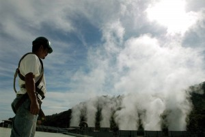Photo: Αρχείο EPA worker controls the machines at Berlin's Geothermal Central